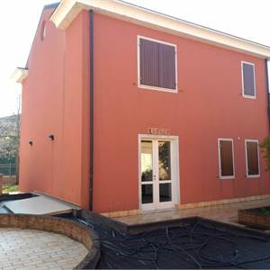 Family Villa for Sale in Rodigo