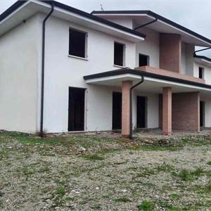 Family Villa for Sale in Goito