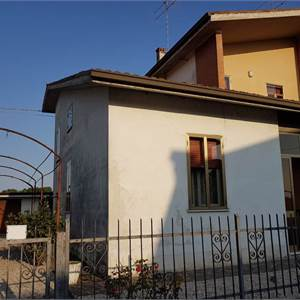 Farmhouse for Sale in Goito